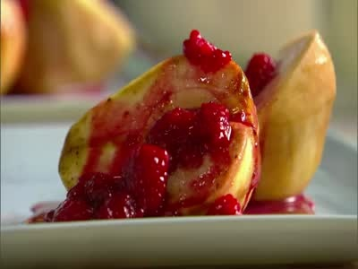 baked_pears_with_raspberry_sauce_horiz